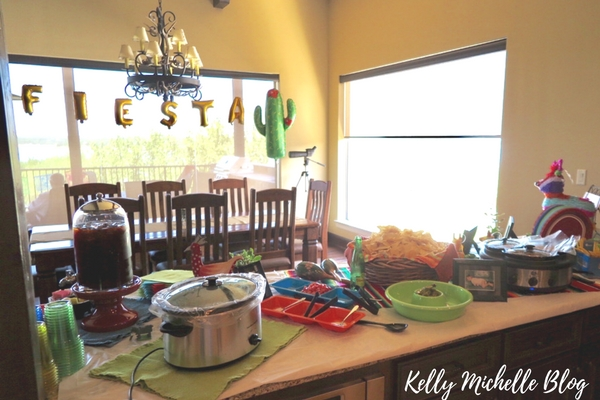 How to Throw a Fiesta Themed Party- decorations and food